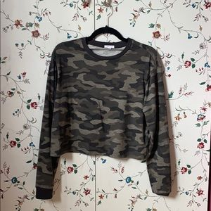 Cropped camo full sleeve shirt